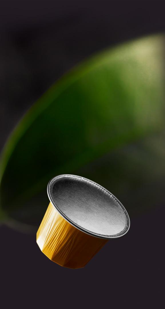 Floris Holtland - packaging photography - coffee - falling capsule