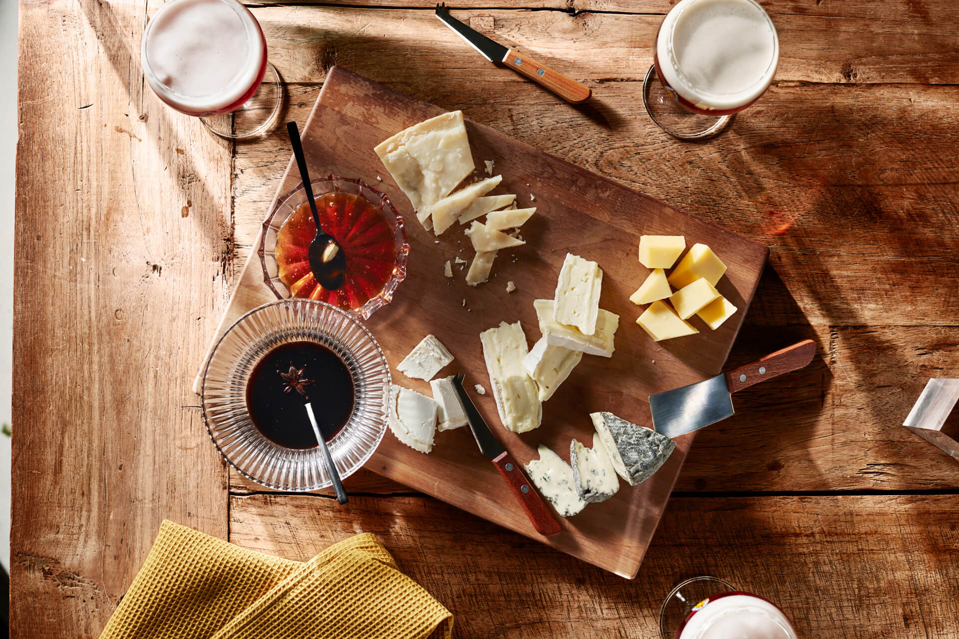 Leffe - food photography by Erik de Koning - mixed cheese chopping board